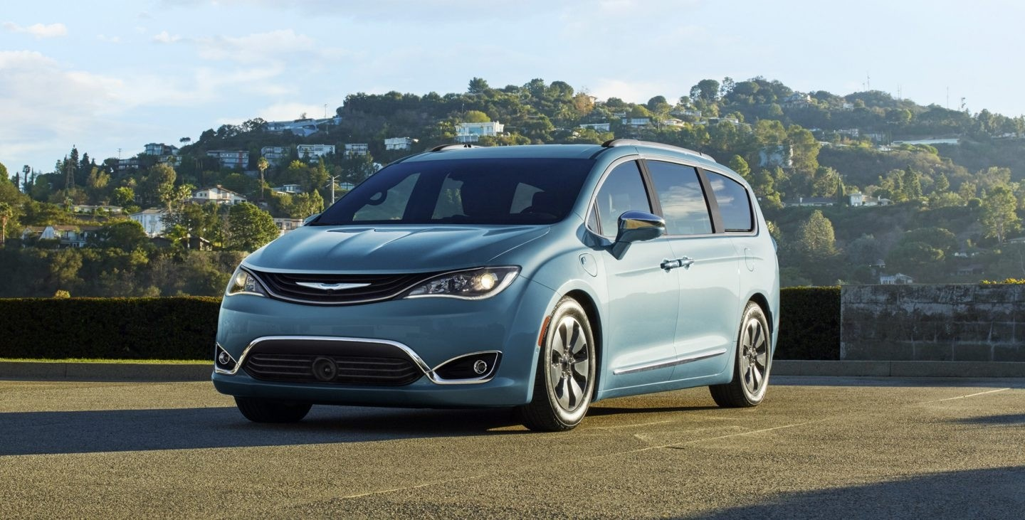 2017 Chrysler Pacifica Hybrid Exterior Front