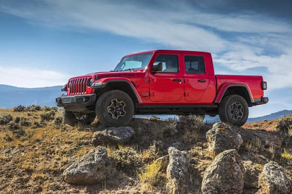 2020 Jeep Gladiator front exterior view on rocks