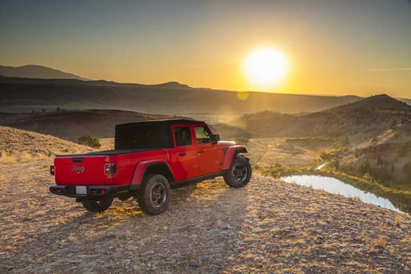 2020 Jeep Gladiator sideview sunset