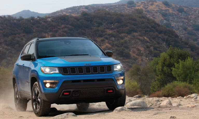 Blue Jeep Compass articulation