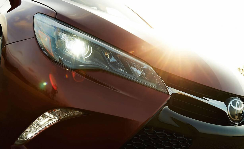 Toyota-Camry XSE-V6-Ruby-Flare-Pearl-Headlight
