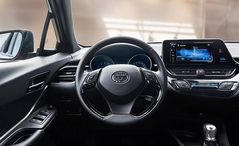 2018-Toyota-C-HR-XLE-Premium-Black-Interior