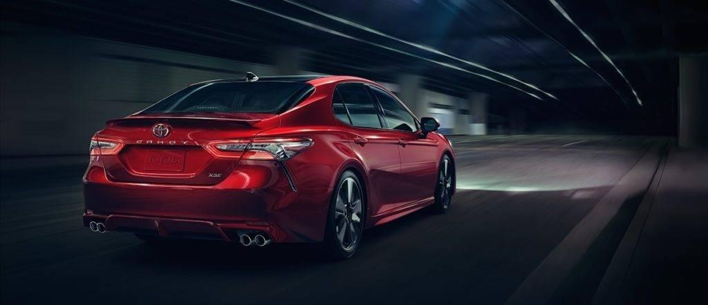2018-toyota-camry-red-rear