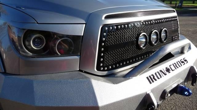 toyota-tundra-fender-flares-and-bumper-grille