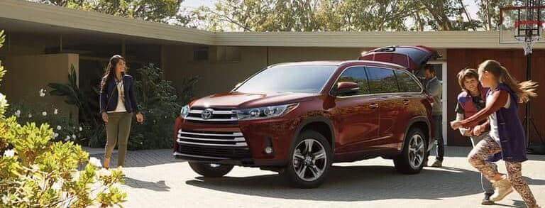 2018 Toyota Highlander with family